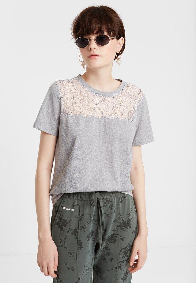EMILIA - Camiseta estampada - multicolor