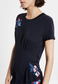 Desigual - TEE FRONT PLEATS JAPAN - T-shirt con stampa - blue - 3