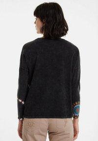 Desigual - Langærmede T-shirts - black - 2