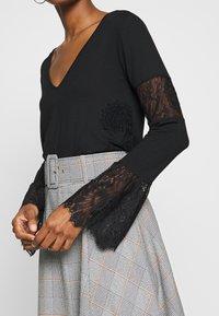 Desigual - AMELIA - Maglietta a manica lunga - black - 4