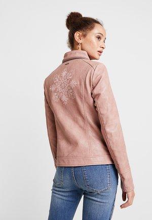DANTE - Chaqueta de cuero sintético - rosa boulevard