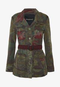 Desigual - CHAQ CAWAII - Lett jakke - verde militar - 4