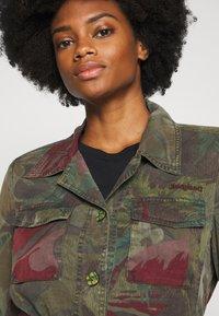 Desigual - CHAQ CAWAII - Lehká bunda - verde militar - 3