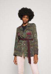Desigual - CHAQ CAWAII - Lett jakke - verde militar - 0