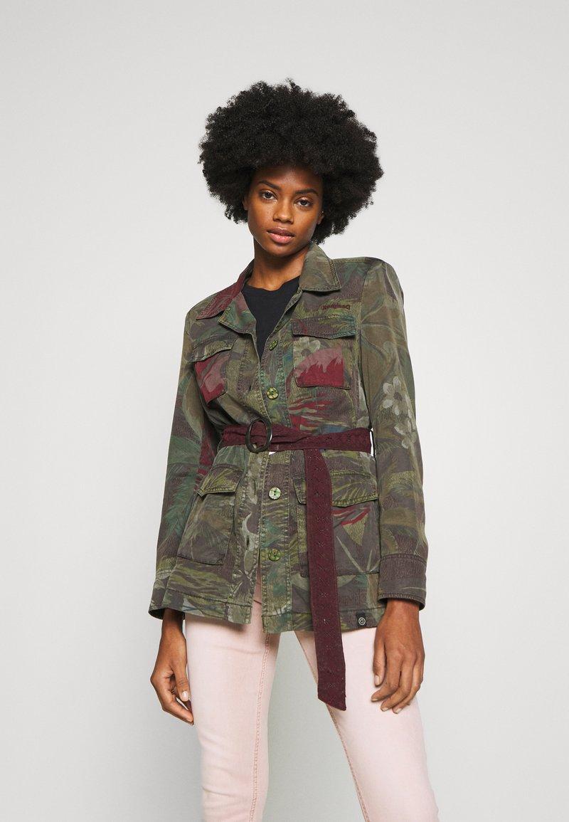 Desigual - CHAQ CAWAII - Lehká bunda - verde militar