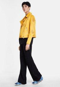 Desigual - CHAQ DELAWARE - Imiteret læderjakke - yellow - 1