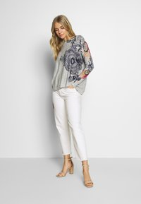 Desigual - PUSHKAR - Trui - light grey - 1