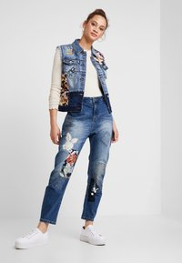 Desigual - HONG KONG - Jeans relaxed fit - blue denim - 1