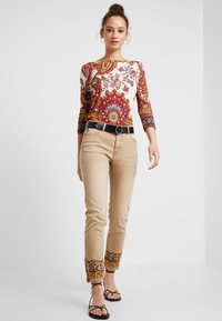 Desigual - PANT MIAMI COLORS - Jean slim - crudo beige - 1