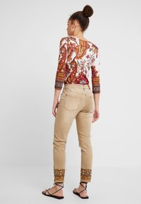 Desigual - PANT MIAMI COLORS - Jean slim - crudo beige - 2