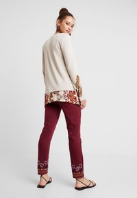 Desigual - PANT MIAMI COLORS - Jean slim - biking red - 0