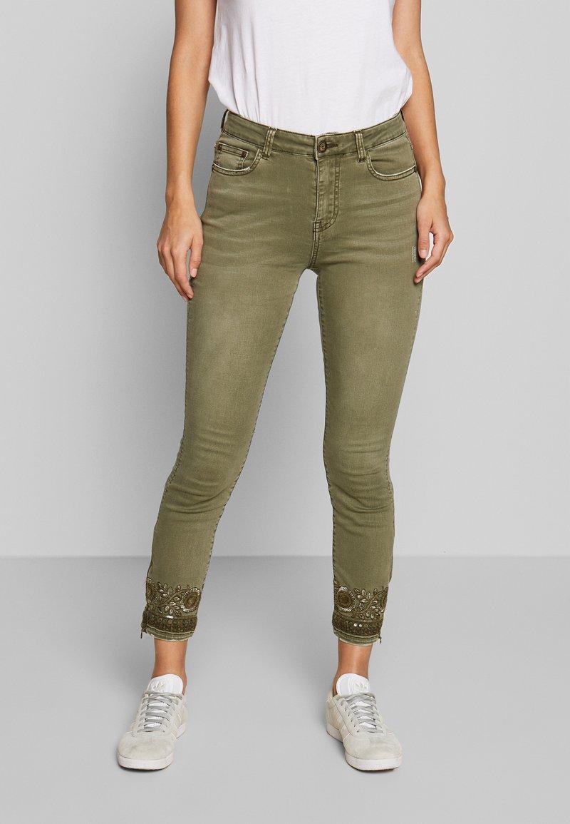Desigual - PANT ONEIL - Jeans Skinny Fit - verde militar