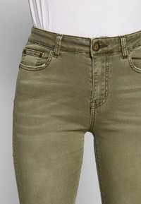 Desigual - PANT ONEIL - Jeans Skinny - verde militar - 4