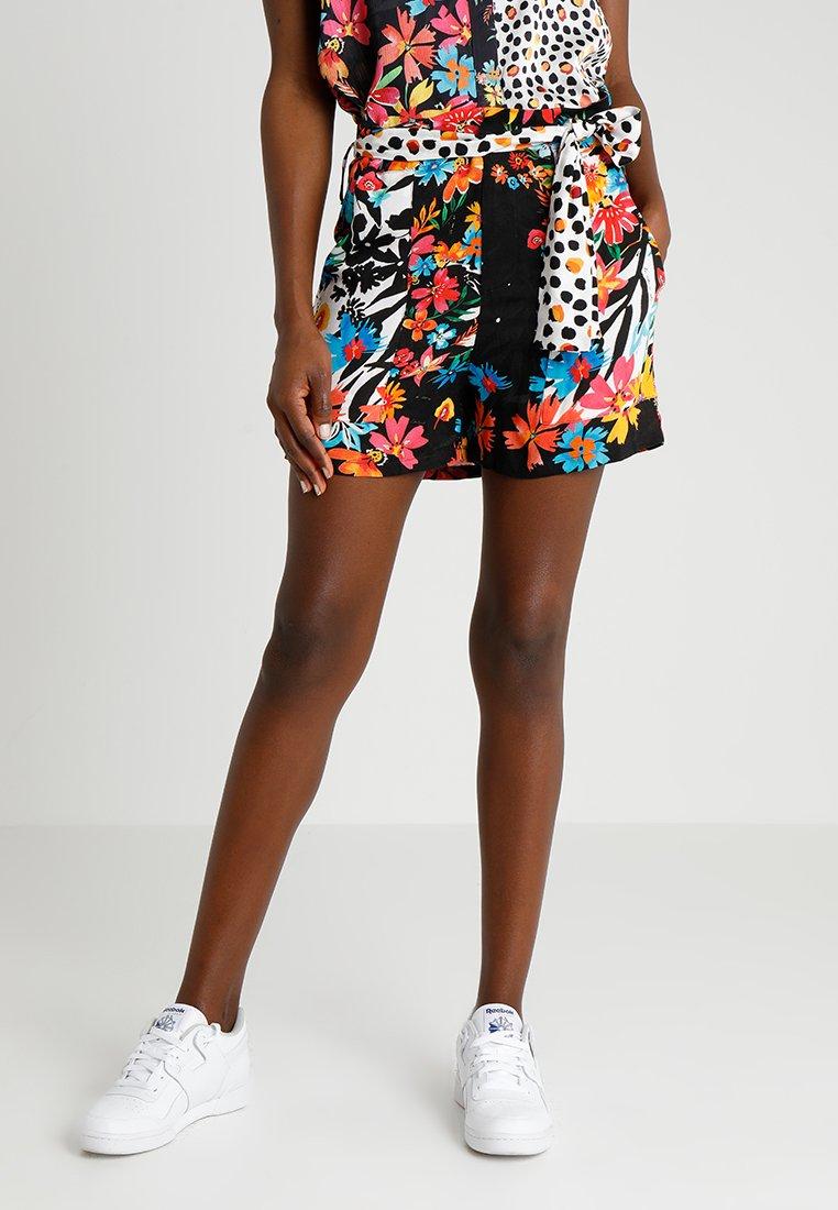Desigual - PANT LONDON - Shorts - black