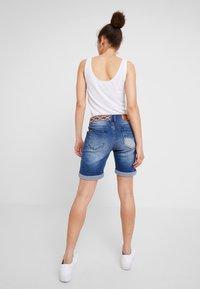 Desigual - LOVE HABANA - Shorts di jeans - denim medium wash - 2