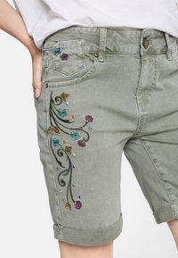 Desigual - Shorts di jeans - green - 3