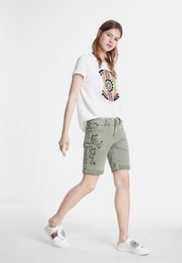 Desigual - Shorts di jeans - green - 1