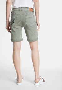 Desigual - Shorts di jeans - green - 2