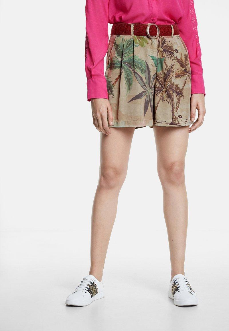 Desigual - PANT_PEARL HARBOUR - Shorts - brown