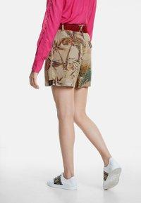 Desigual - PANT_PEARL HARBOUR - Shorts - brown - 2