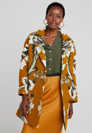 ABRIG LE MARAIS - Short coat - dorado