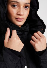 Desigual - PADDED LEICESTER - Zimní kabát - black - 7