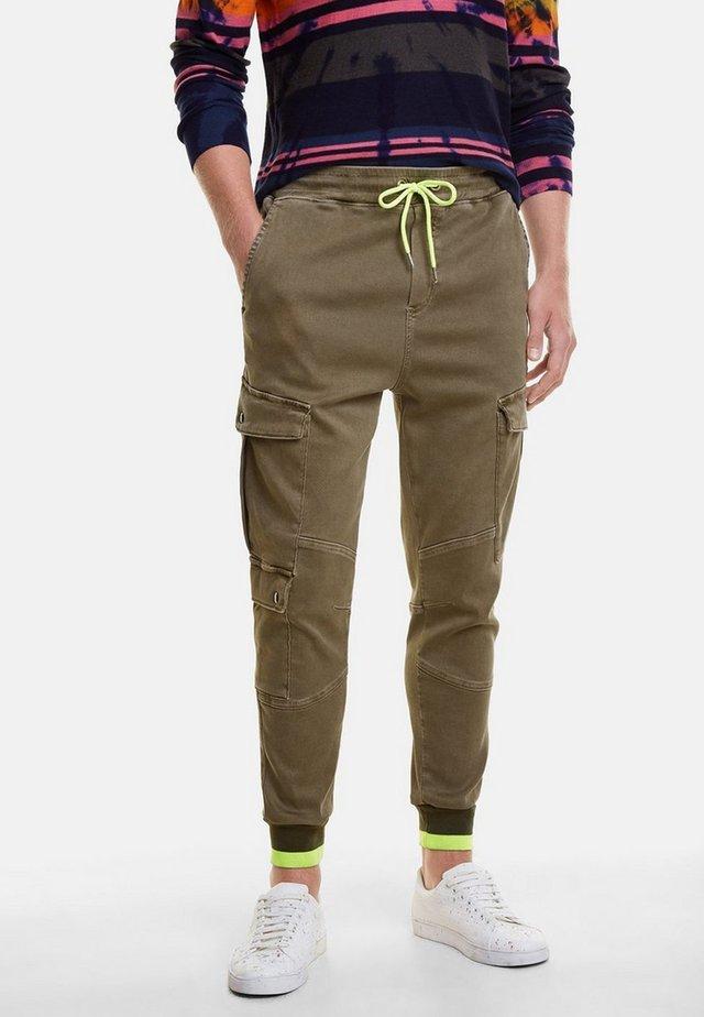 NERON - Pantalones cargo - green