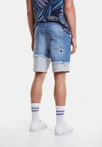 Desigual - AXEL - Szorty jeansowe - blue - 2