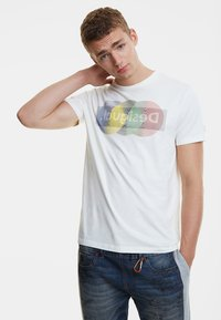 Desigual - TS_KARAMAT - Camiseta estampada - white - 0