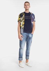 Desigual - TS_KEANE - Camiseta estampada - blue - 1