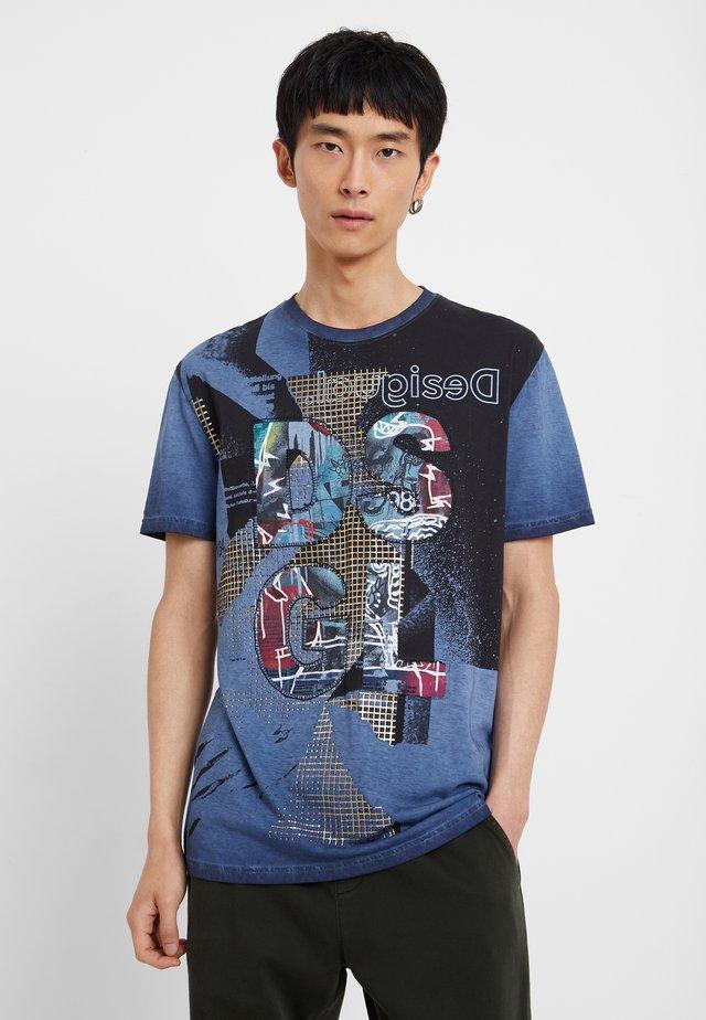 TS_PLAZA - T-shirt z nadrukiem - blue