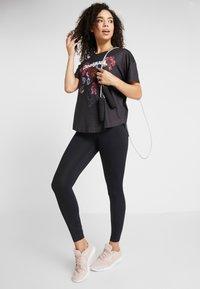 Desigual - TEE OVERSIZE PATCH - Camiseta estampada - black - 1