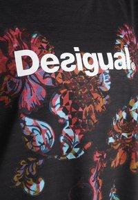 Desigual - TEE OVERSIZE PATCH - Camiseta estampada - black - 5