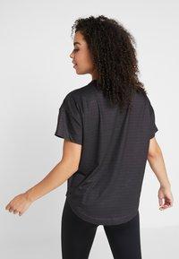 Desigual - TEE OVERSIZE PATCH - Camiseta estampada - black - 2