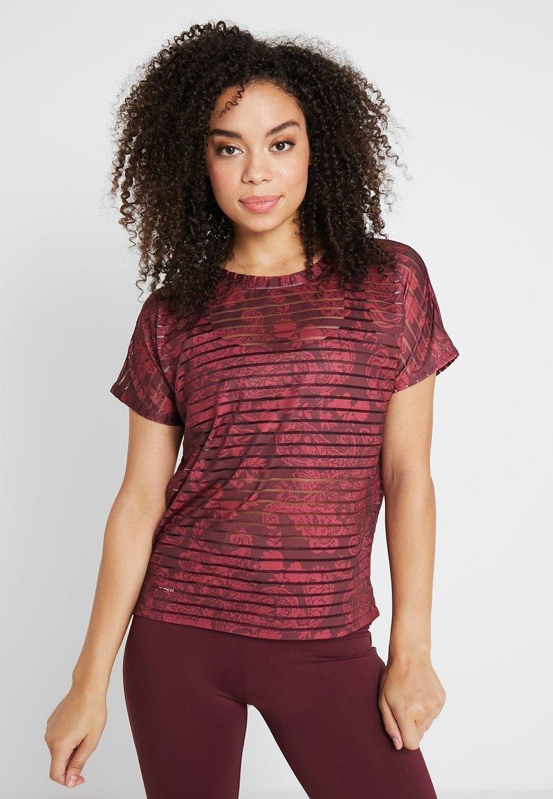 Desigual - TEE STRIPES PATCH - T-shirt print - ruby wine
