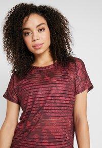 Desigual - TEE STRIPES PATCH - T-shirt print - ruby wine - 3