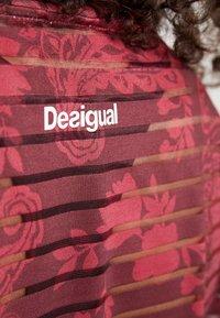 Desigual - TEE STRIPES PATCH - T-shirt print - ruby wine - 6