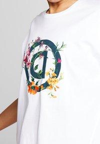 Desigual - OVERSIZE GARDENS LOGO - T-shirts med print - blanco - 3