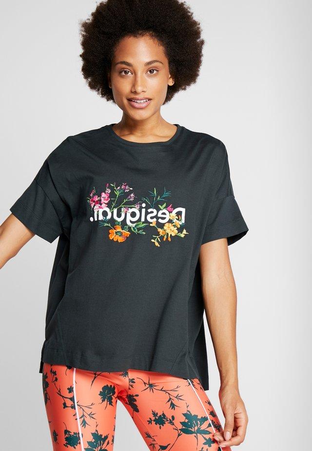 OVERSIZE FLOWERS - Camiseta estampada - khaki