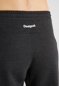 Desigual - PANT TAPE PATCH - Joggebukse - gris vigore oscuro - 5