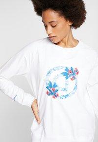 Desigual - CREWNECK LOGO OLYMPIA - Sweatshirt - blanco - 3