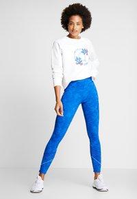 Desigual - CREWNECK LOGO OLYMPIA - Sweatshirt - blanco - 1