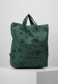 Desigual - SHOPPING BAG GARDENS - Sports bag - caqui - 2