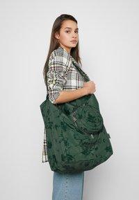 Desigual - SHOPPING BAG GARDENS - Sports bag - caqui - 1