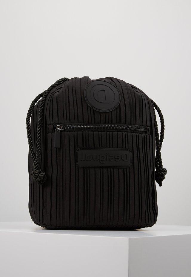BACK PACK PLEATS - Drawstring sports bag - black