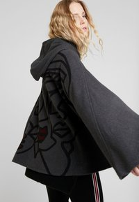 Desigual - LUXOR - Cape - grey