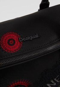 Desigual - BOLS COMUNIKA LOVERTY - Håndveske - black - 6