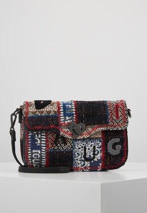 BOLS PATCH AMORGOS - Across body bag - gris osona