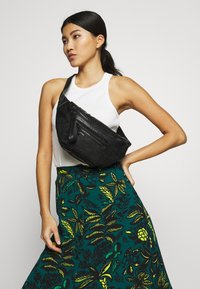 Desigual - RIÑO MELODY COIRA - Bum bag - black - 1