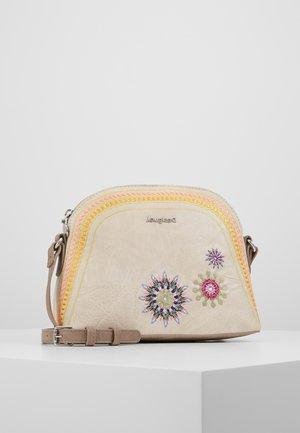 BOLS ADA DEIA - Across body bag - beige roto